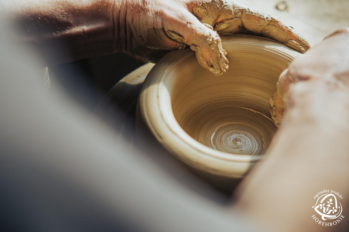 Ľubietovská keramika z dielne Petra Tatárika